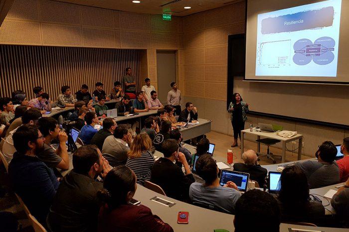 Alta participación en charla de Yolanda Alberto en la Universidad de Chile